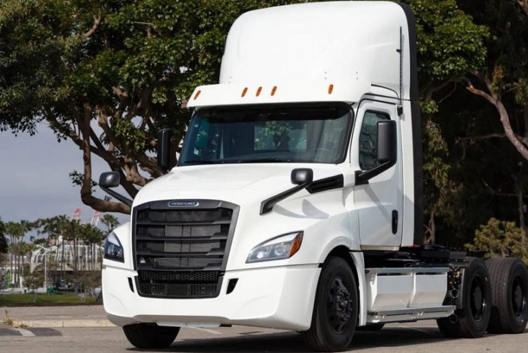 Freightliner eCascadia Front View